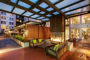 Bellevue Furnished Rentals 8