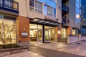 Bellevue Furnished Rentals 9
