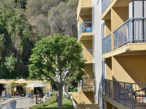 LA Housing Furnished FCH 12