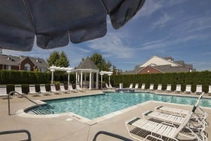 large pool exterior rochester hills apartments